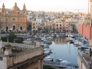 Superbly Located with Marina view near Valletta