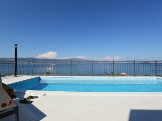 Beach Villa Slatine with private pool