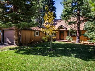 Family-friendly home 7 miles from Heavenly Ski Resort & 2 miles from Lake Tahoe!, South Lake Tahoe