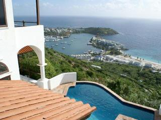 LEONES.... Private love nest high on a hill with outstanding views of the ocean