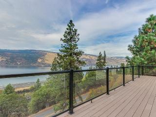Luxury modern home with river, gorge and bridge views!, Mosier