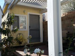Charming and Private Cottage #1, La Habra