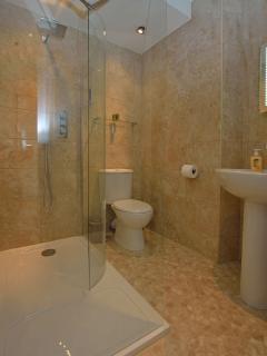 En suite bathroom for twin room