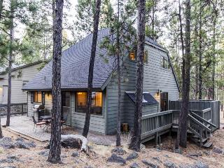 Family-friendly home w/private hot tub, SHARC access, Sunriver