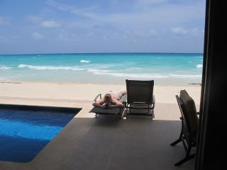 Luxury Beach Front House in gated community, Playa del Carmen