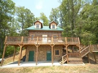 MOUNTAIN LAKE ESCAPE, Sevierville