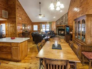 Dancing Bear - Great Cabin, Spacious and Comfy!, Ellijay