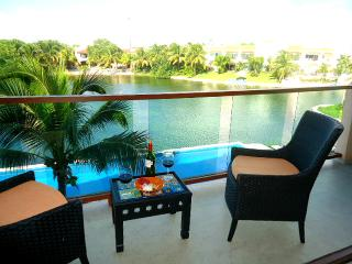 CONDO VIEW LAGOON AND BEACH 3 MIN WALKING, Puerto Aventuras
