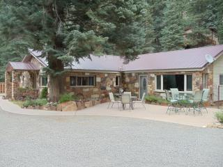Ouray Stone House 4 bdrms, 2 bath, patio, mtn view