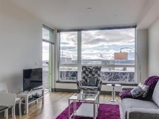 Chic, trendy, pet-friendly downtown Seattle condo!