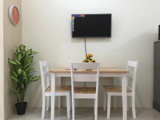 1 Bedroom Fully Furnished Makati Condo w/ Balcony