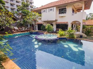 VILLA JADE WITH VERY LARGE POOL AND JACUZZI