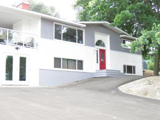 Full House - Lake View - Hot tub - Dog Friendly, Kelowna