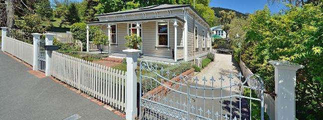 Fairfield Park Villa Holiday Home in Sunny Central Nelson!