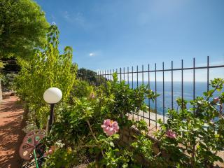 Cottage Dionysus, Taormina