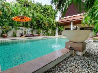 Private Villa with Pool and Garden -No Overlooking