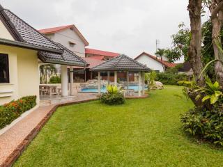 Baan Laksee 4 bed pool villa near Walking Street