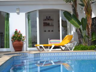 Pool Studio with Ocean View, Canico