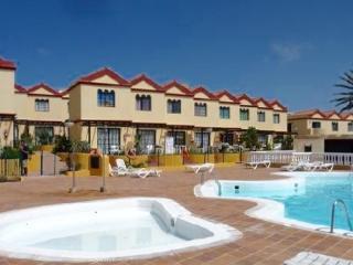 Apartamento a 800 m de la playa. Bonito y bien equipado con piscina comunitaria