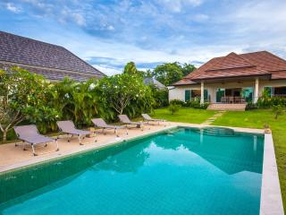 Luxury Private Villa 3 beds with Pool; Big Garden, Rawai