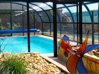 Maison de charme avec piscine chauffée!