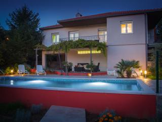 VILLA WITH POOL,BETWEEN SEA , RIVER AND MOUNTAIN, Omis