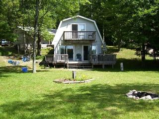 Lake Front, Recently Renovated 3 Bedroom Cottage, Irons