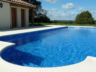 Stunning 5 bedroom villa with private pool (12P+2), Brossac
