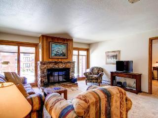 2 BR/2 BA, comfortable getaway for 6, clubhouse in same building with pool and hot tub, Silverthorne