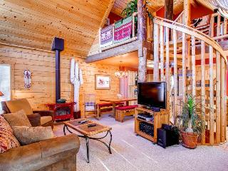3 BR/2.5 BA, unique private log cabin home for 8, private hot tub, pets friendly, Dillon
