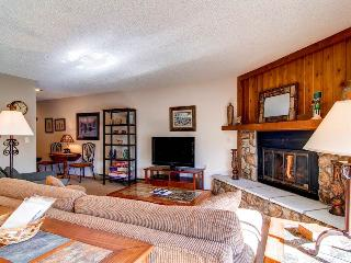 2 BR/ 2 BA single level walk up for 6, beautiful view from private patio, W/D in unit