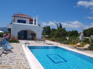 Villa big private pool & amazing seaview .2bedrooms,BBQ,surrounded by nature, Vouves