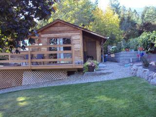 Cosy Okanagan Lakeview Cabin, Vernon