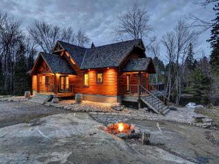 Muskoka True North Log Cabin, Huntsville