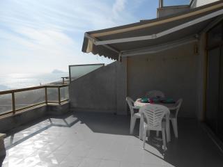 Ref 181.- 1ª línea de playa y con excelentes vistas al mar, con pkg y piscina.
