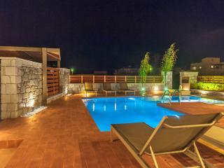 Brand new Luxury 3 bd Villa, 50m from the beach