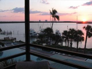 Waterfront Condo, Magnificent Views, Pools, Isla Marco