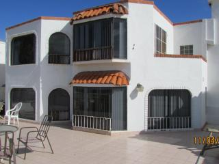 THE BRADY BUNCH 4 BED 3 1/2 BATH OCEAN & BAY FRONT, Ensenada