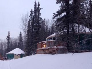 Deluxe Mountain Yurt; cozy w/beautiful views, Fairbanks