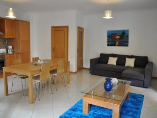 Apartamento dos Bicos T2 perto da Praia da Oura e Rua da Oura
