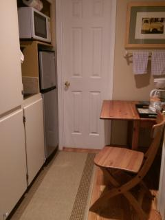 Small Kitchenette area. Coffee pot, microwave, frig/frez, crock - pot.