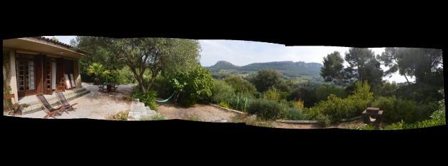Le panorama sur les collines situées au Sud avec une vision à plus de 180°