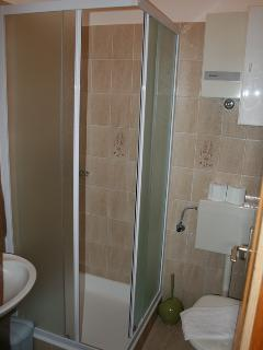 A1(5+3): bathroom with toilet