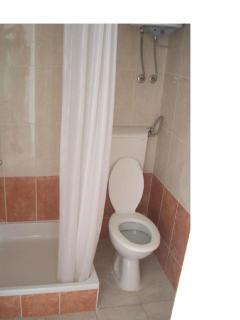 SA5(3): bathroom with toilet