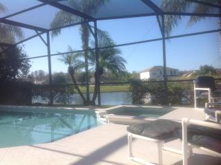 Luxury waterside Villa, pool and spa, Disney area, Kissimmee