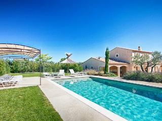 Bright and Spacious Villa in Provence Near St Remy - Mas Eygalieres
