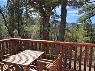 A Cabin With A View: Mtn Views! Foosball! BBQ!, Big Bear Lake