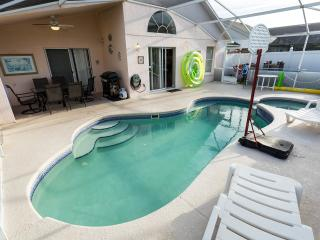 Private Villa on Eagle Pointe, in Disney area, Pool and Spa, Yard, WiFi, BBQ, Direct TY, Toys, Kissimmee