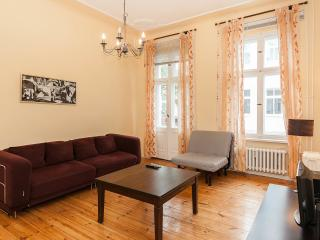 Quiet and Central apartment for 5 , Kurfurstendam, Berlin