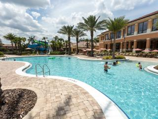 Lovely 3BR/3BH New Pool& Slide, 3 Miles to Disney, Kissimmee